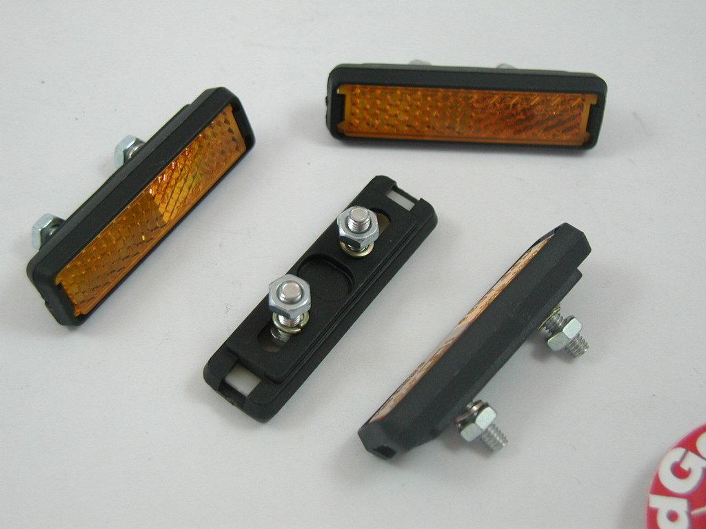 4 st ck reflektoren f r pedale zum nachr sten r ckstrahler. Black Bedroom Furniture Sets. Home Design Ideas
